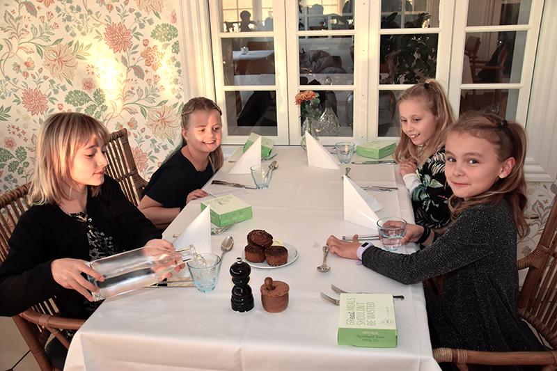 Ida (t.v.), Bell Marie, Thea og Vigga nød at være ude at spise.