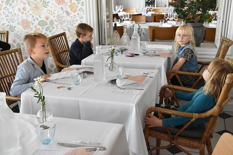 Huxi, Le, Sofia og Vincent havde fået et hjørnebord.