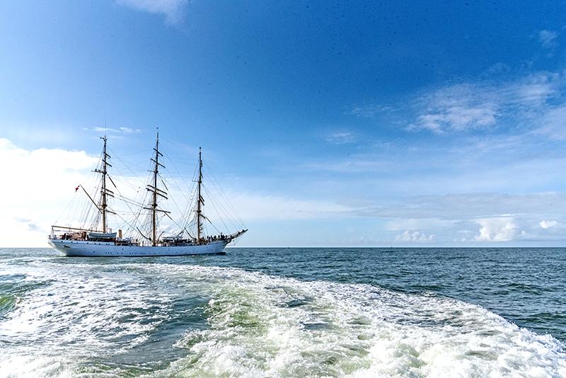 Efter en tur til England måtte Danmark vende om og sejle til Frederikshavn