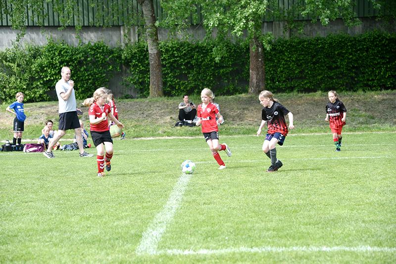 Der blev kæmpet indædt under turneringen ved Hjerting Skole.