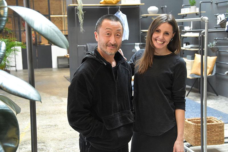 Ian Choe Nielsen og Yvonne Montrone har solgt deres kreationer i parrets webshop, men rykker nu i showroom hos Rack Buddy i Esbjerg.