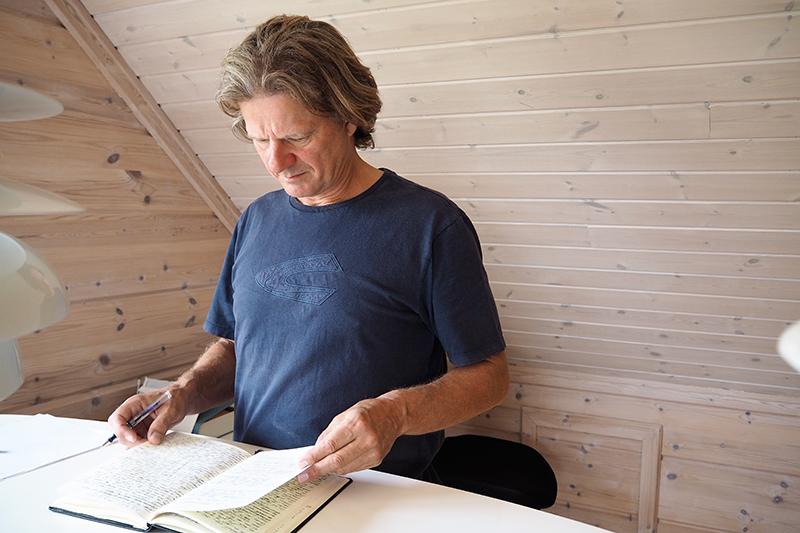 Hans Hedegaard Andersen nyder sine lange gåture på Fanø.