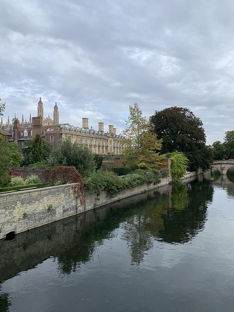 At gå rundt mellem de historiske bygninger i Cambridge er som at høre historiens vingesus. Foto: Privat