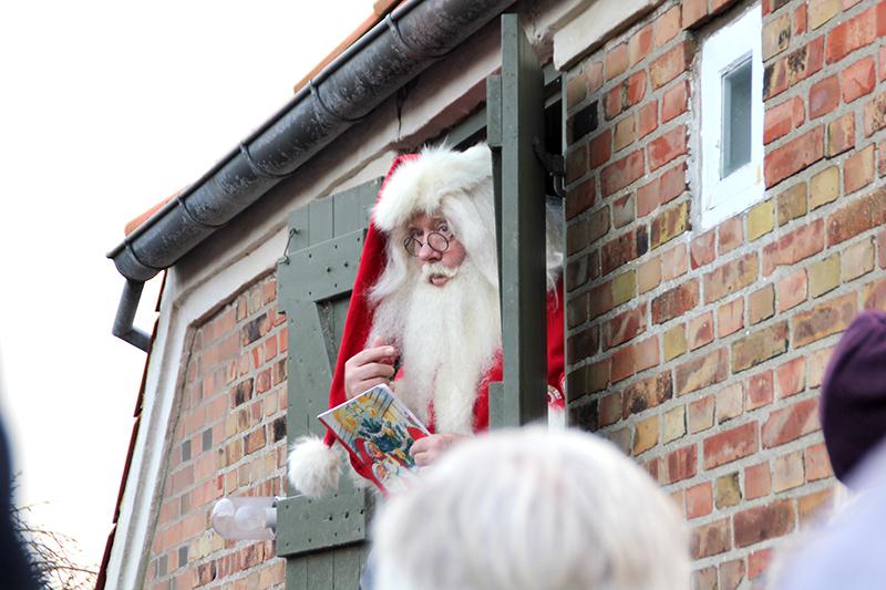 Julemanden på loftet over Jon og Dittes Hus var nem at vække i år. Og han kunne trylle...