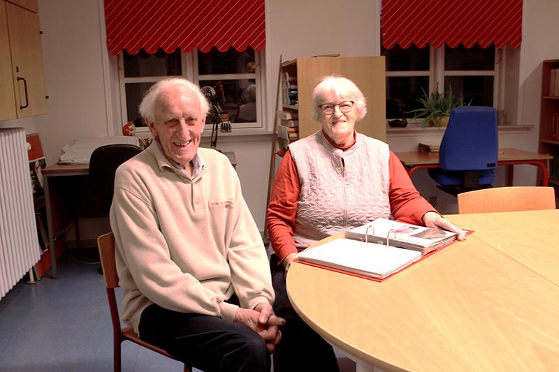 Robert Hansen og Elna Vogt var med til at starte Hostrup Sognearkiv i 1995.