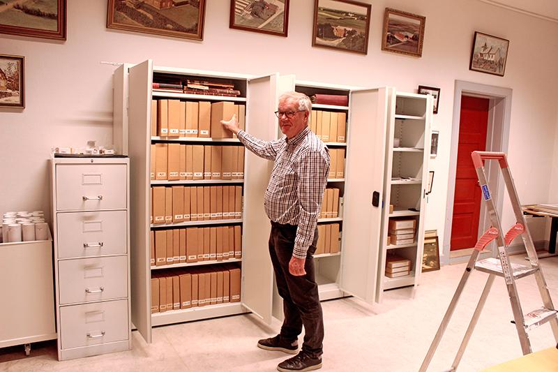 Velux Fonden donerede midler til de nye arkivskabe, hvor optegnelserne over sognets historie gemmer sig.