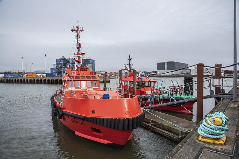 Spar Es og Danpilot Lima i Esbjerg Havn.