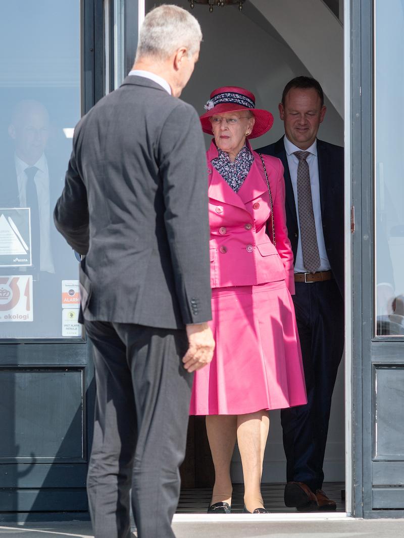 Dronning Margrethe siger farvel. Foto: Hjerting Badehotel / Susy Grundahl.