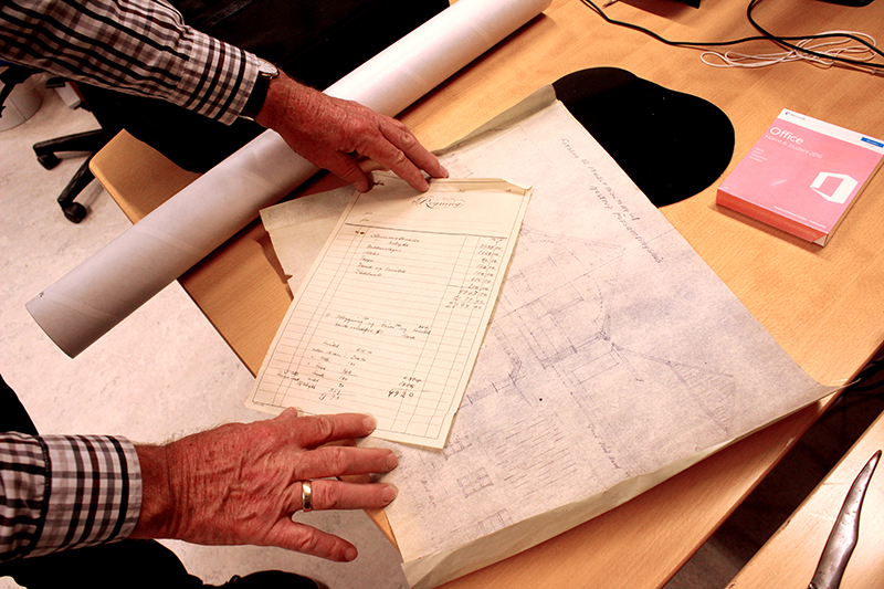 Der gemmer sig mange forskellige ting i arkivet. Blandt andet arbejdstegninger til huse, som skulle bygges og regninger.